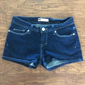 {Levi's} Denim Shorts Size 7/28